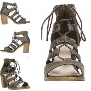 Fergie Shoes Fergalicious Mambo sandals Size: 11